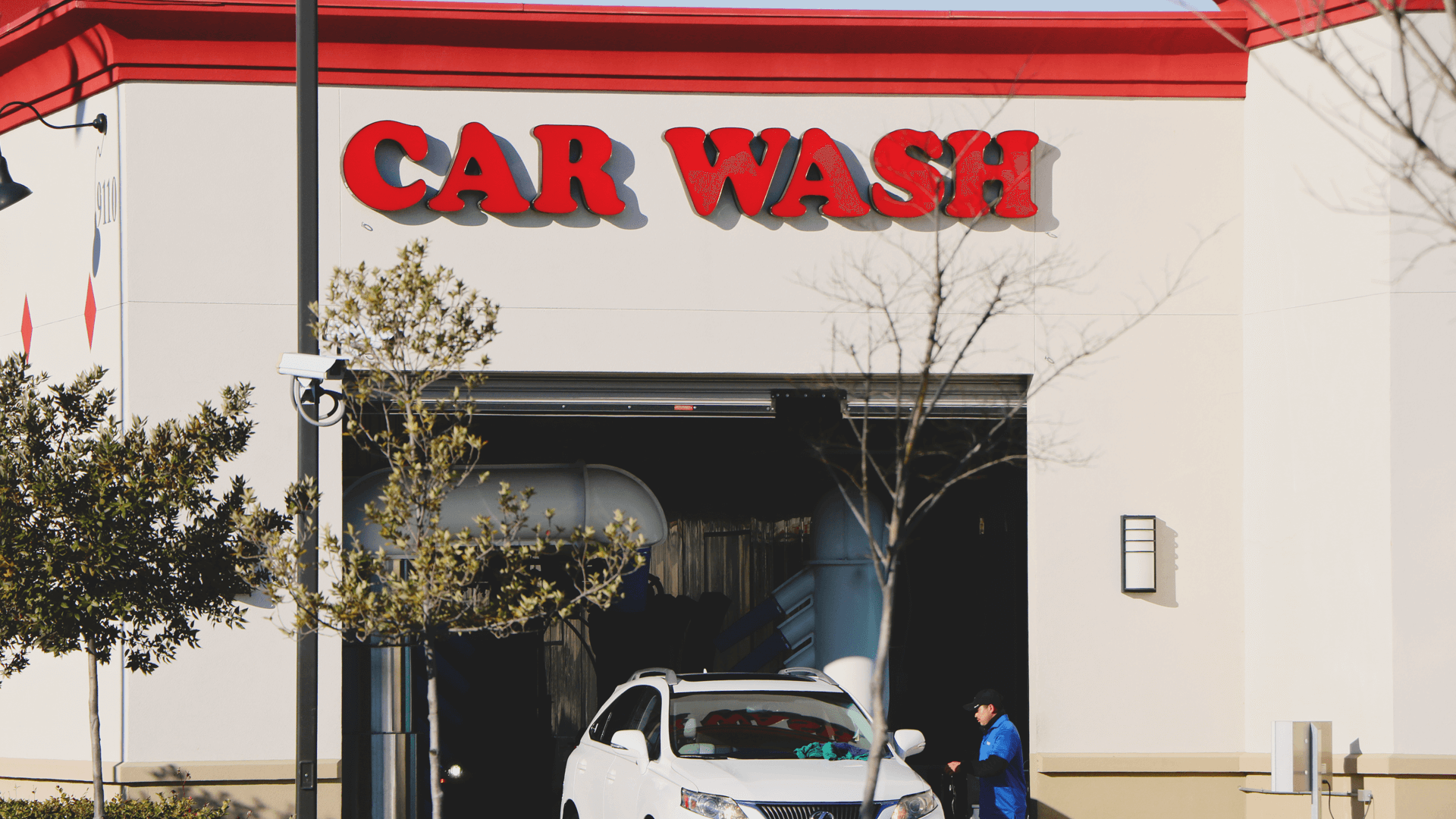 """Featured image for """"What's the Benefits of a Full-Service Car Wash?"""""""